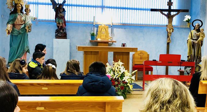 Rezo del Santo Rosario Matinal en la Capilla del colegio