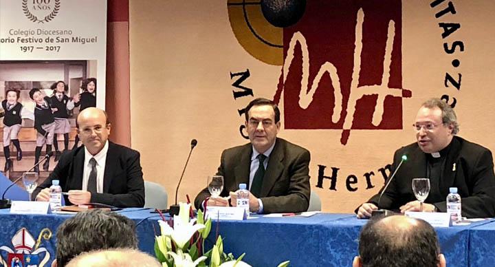 Una conferencia de gran altura humana y política