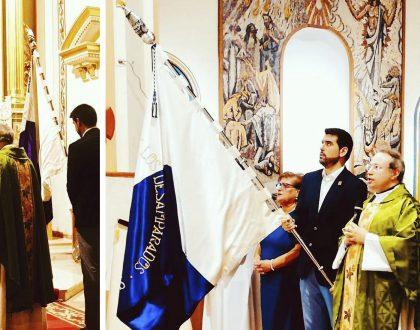 Portadores de la Bandera de la Cofradía de la Virgen de los Desamparados